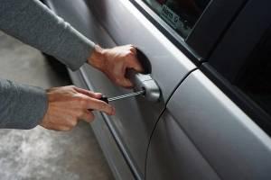 В Сельцо угонщик разбил чужое авто и попытался свались вину на подростков