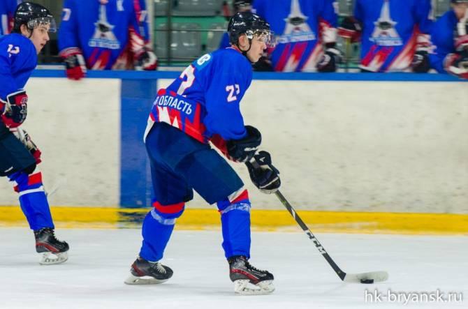 Брянские хоккеисты проиграли на выезде питерскому «Динамо-Юниор»