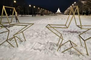 В Брянске на Кургане Бессмертия появились новогодние звезды
