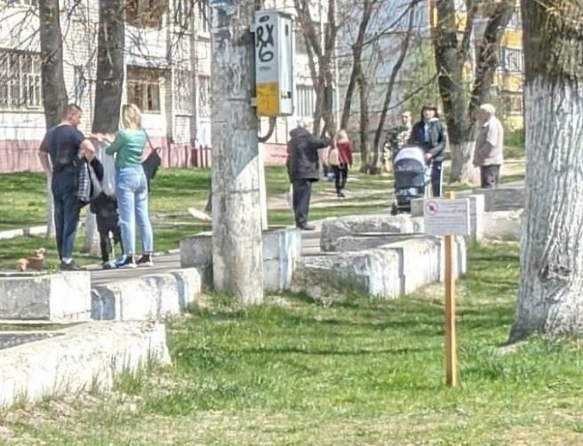 В Брянске люди массово вышли гулять на улицу Комсомольская