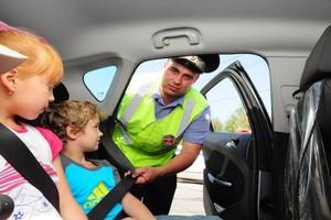 В Брянске оштрафовали 8 водителей за перевозку детей без удерживающих кресел