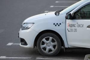 В Брянске водитель «Яндекс Такси» набросился на тещу с пистолетом