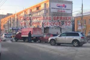 В Фокинском районе Брянска легковушка протаранила Газель