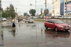 В Брянске возле «Бум-Сити» столкнулись две легковушки