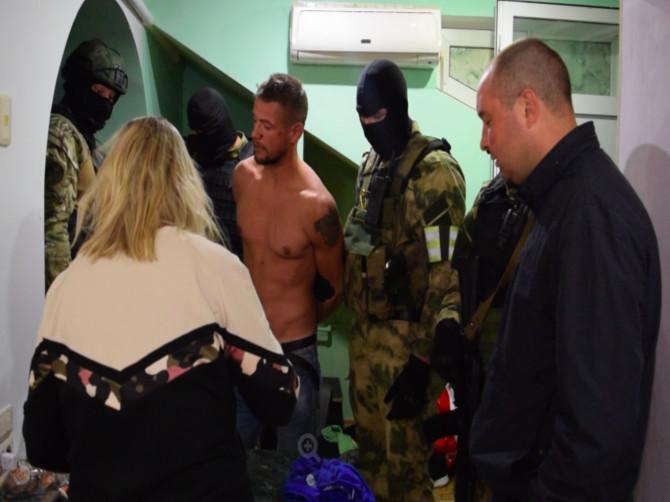 В Сочи спецназ задержал фальшивомонетчика из Брянской области