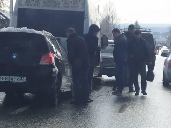 Под Брянском из-за массового ДТП с маршруткой образовалась пробка