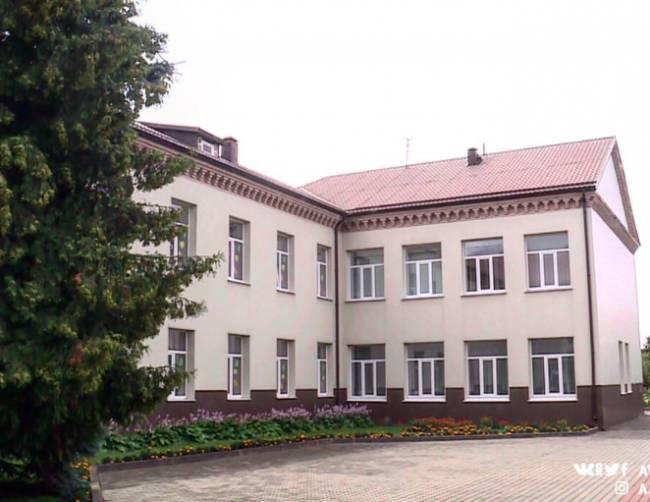 В Брянске почти 300 млн рублей направили на замену кровель и окон в школах