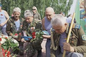В День ВДВ в Брянске почтили память погибших десантников