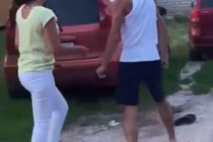 В брянской деревне Добрунь сняли на видео схватку пьяного мужчины с женщинами