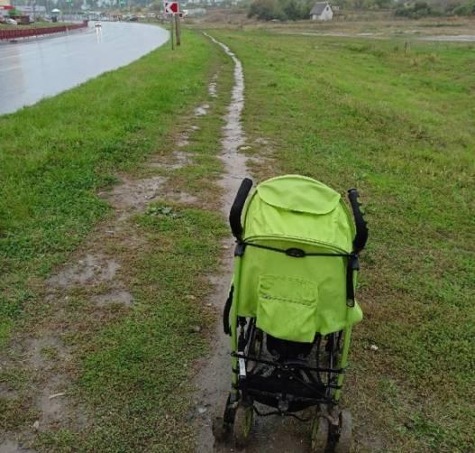 В Брянске пожаловались на «тротуар» по дороге к детсаду «Левушка»