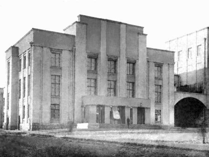 Старый облик драмтеатра показали брянцам