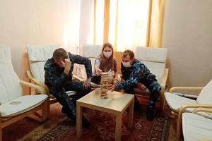 В клинцовской колонии психологи сыграли с сотрудниками в дженгу