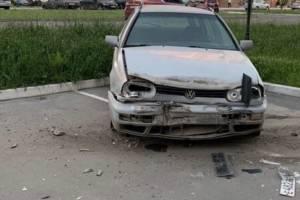 В Брянске неадекватный мужчина разгромил припаркованные машины