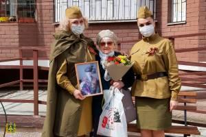В Брянске для ветеранов войны устроили мини-концерты
