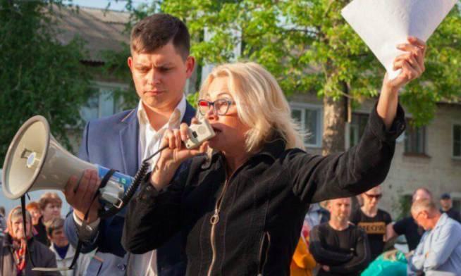 В Брянске справедливоросс Зорин предложил актрисе Нечаевой «ответить за базар»