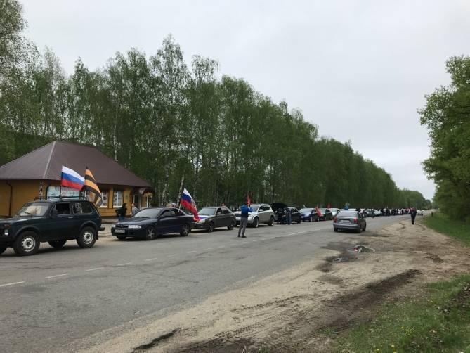 В Новозыбкове организаторов автопробега удивила быстрота переобувания чиновников в воздухе