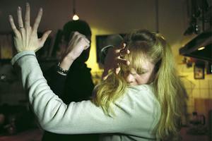В Брянске 32-летний ревнивец избил жену обухом топора