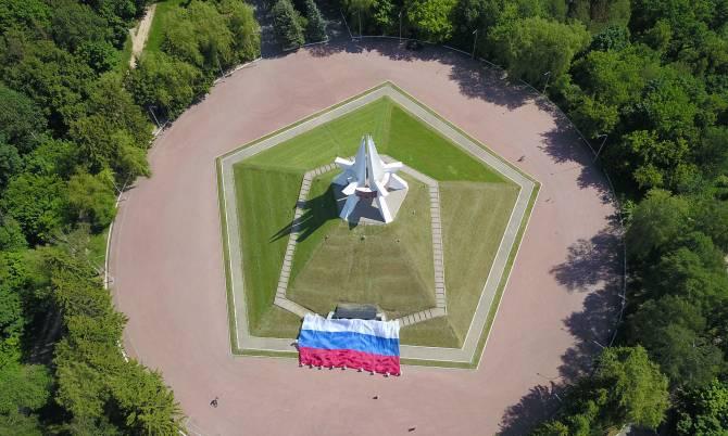 Руководители региона поздравили брянцев с Днем России