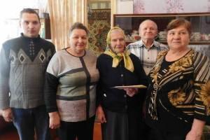 Брянскую долгожительницу поздравили с 95-летием
