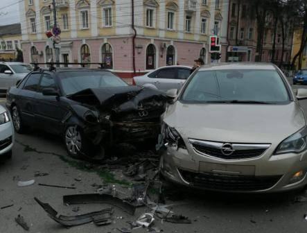 В Брянске в ДТП на проспекте Ленина ранена 19-летняя девушка