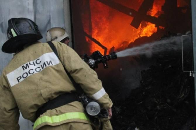 В Брянске на Шолохова тушат пожар