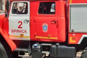 В Фокинском районе Брянска загорелась хозпостройка