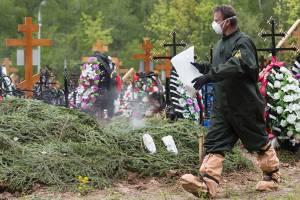 О жутком рекорде рассказал заболевший COVID-19 брянский могильщик