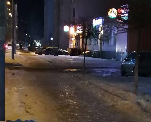 В Брянске тротуары превратились в опасный каток