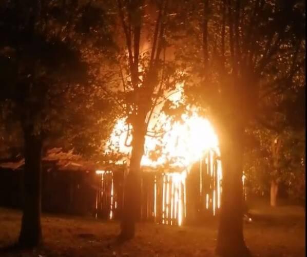 В Клинцах ночью сняли на видео пожар