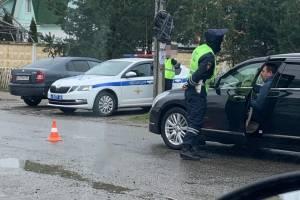 Брянские полицейские помогли старушке добраться до кладбища