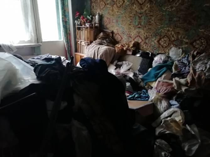 В Новозыбкове одинокую старушку спасли от свалки в квартире