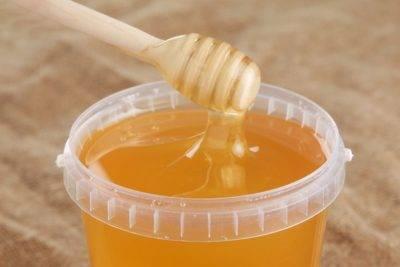 Брянской пенсионерке под видом меда продали карамельный сироп