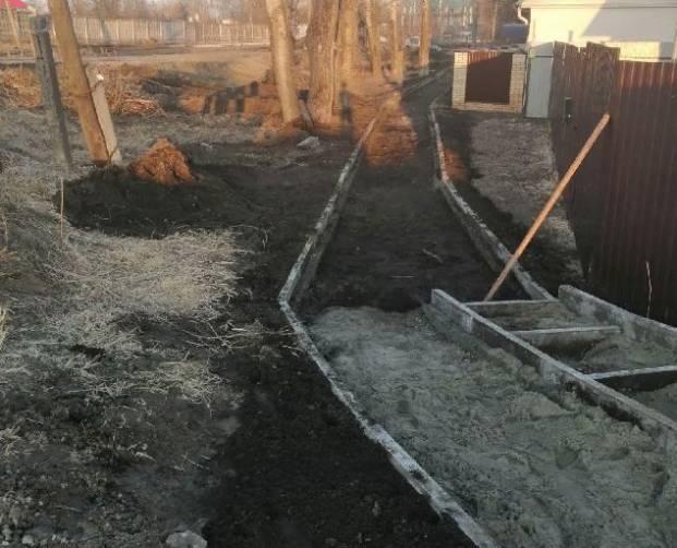 В Брянске новый тротуар закрыл въезд во дворы