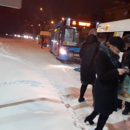 В Брянске столкнулись автобус №25 и маршрутка