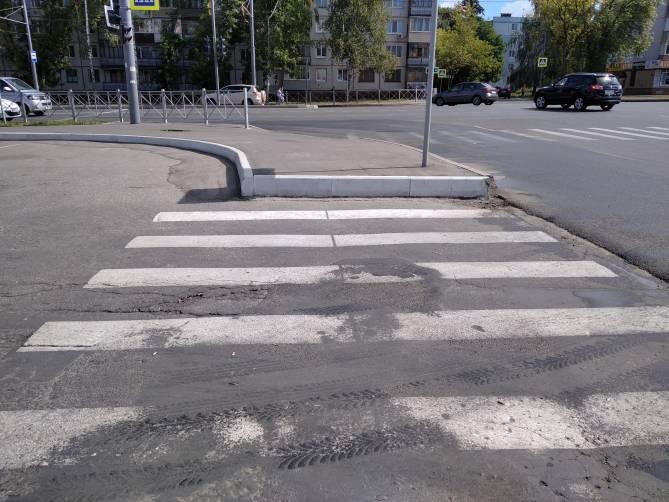 Недоступная среда улицы Романа Брянского