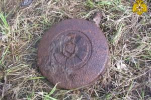 В Жуковском районе водолазы подняли минометную мину со дна Десны
