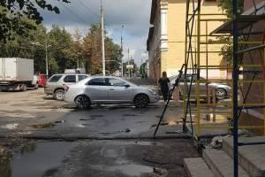 В Брянске на улице Ульянова сняли на фото мастера парковки