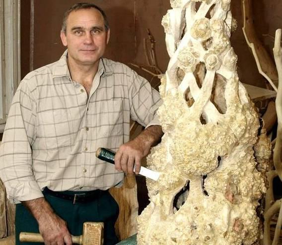 Брянцам покажут скульптуры из дерева Александра Хомутова