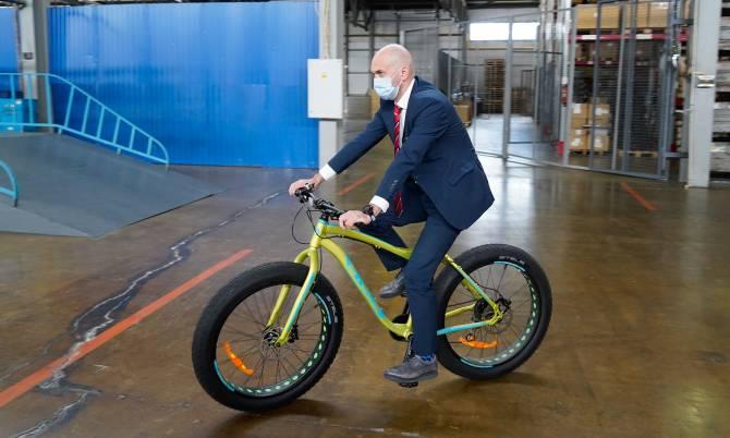 Кадыров прокатился на велосипеде Жуковского завода