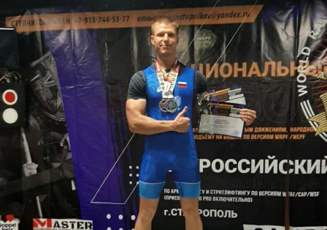 Брянец взял два «золота» на всероссийском турнире по стритлифтингу