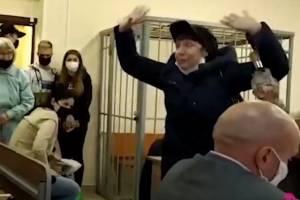Бывшая брянская активистка НОД устроила цирк в суде