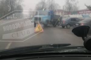 В Новозыбкове кинулись спасать водителей у ТЦ «Кристалл»