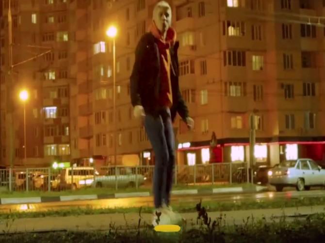 Брянский подросток записал танцевальное видео на улице