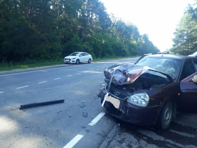 Под Унечей ВАЗ врезался в Hyundai: ранены два человека