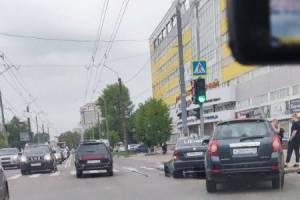 В Брянске водитель такси Uber устроил ДТП возле «Мельницы»