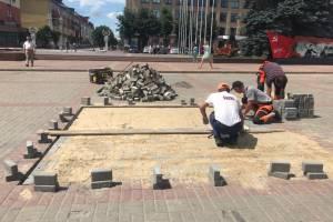 В Брянске на площади Ленина началась замена плитки