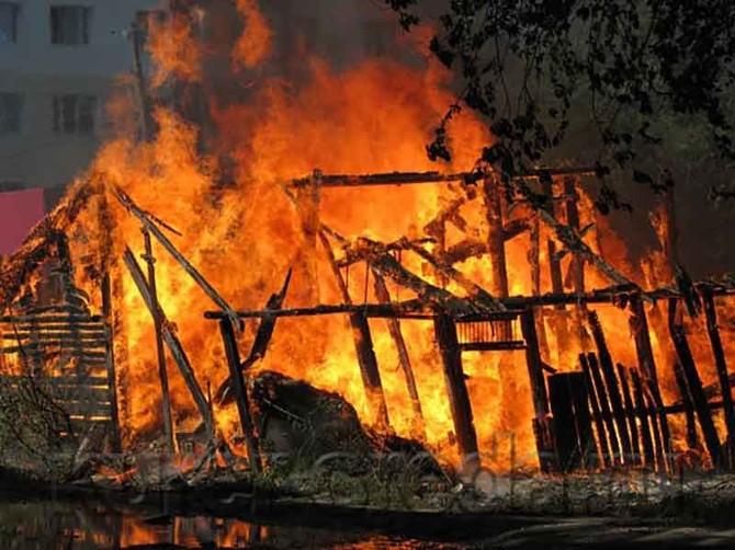 В Радице-Крыловки пожарные полчаса тушили гараж