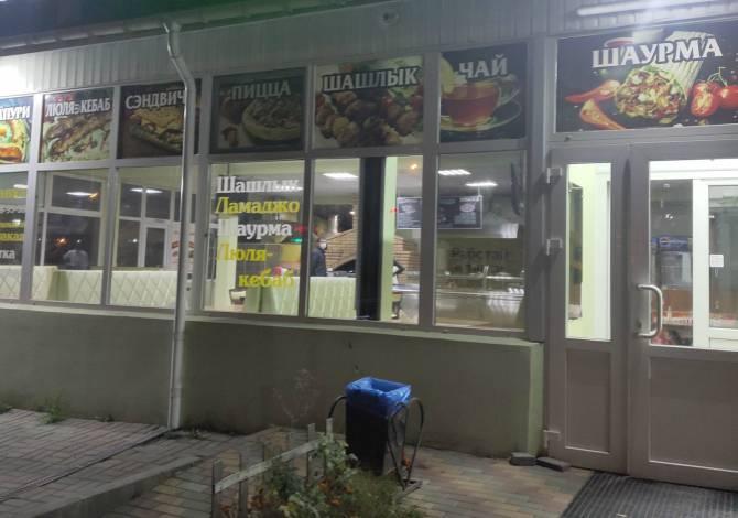 В Брянске двух продавцов шаурмы оштрафовали за отсутствие масок