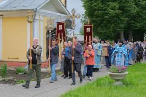 В карачевском женском монастыре день памяти иконы Божией Матери отметили крестным ходом