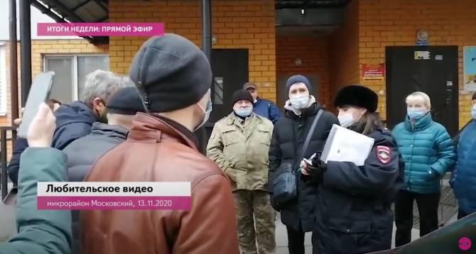 В Брянске сняли на видео попытку вскрытия «Единством» помещений дома в Бежице